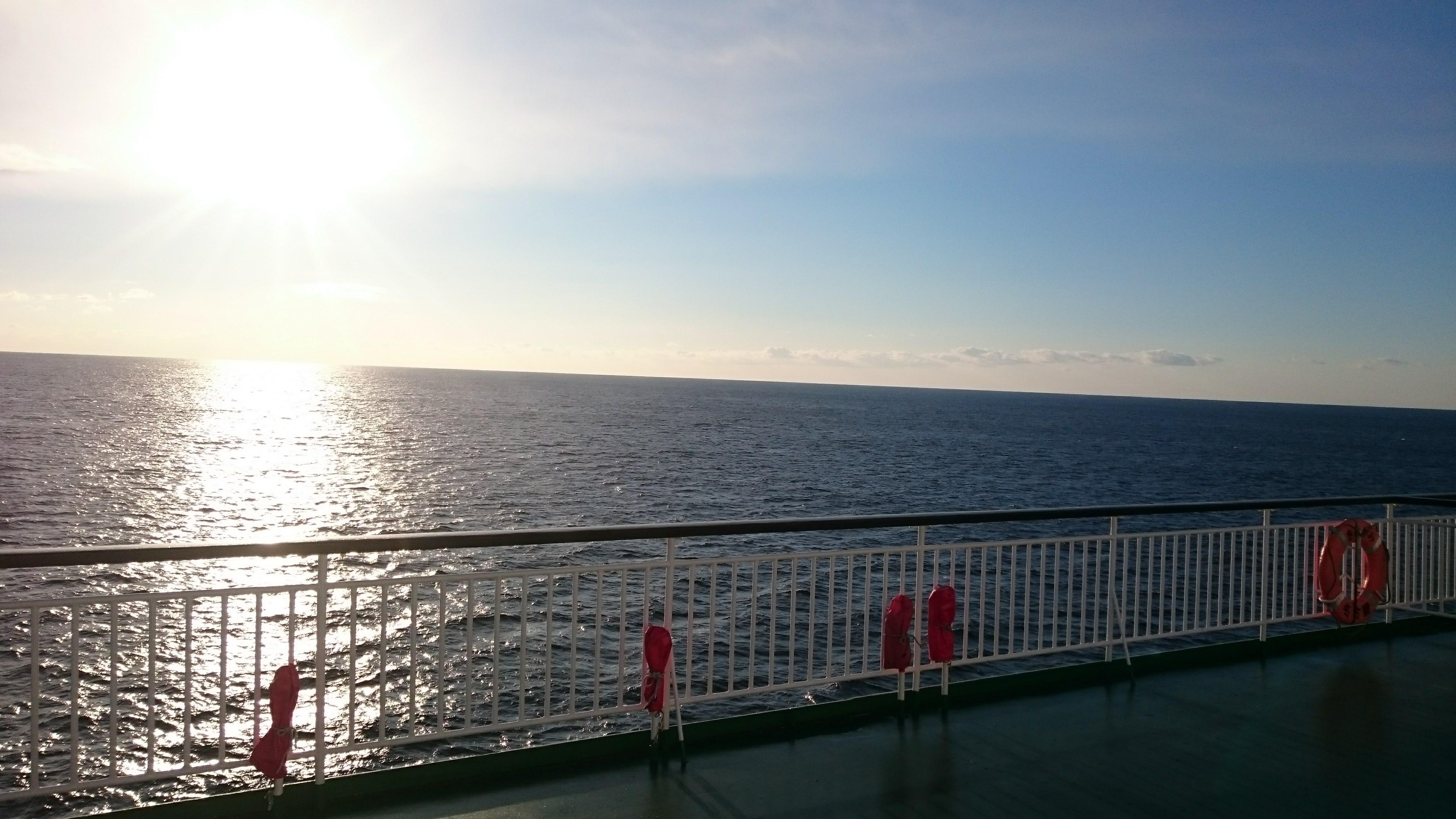 フェリーからの海